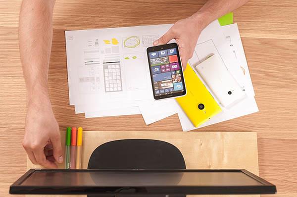 Microsoft nastavlja razvoj pametnih telefona, ali ne poput Lumia