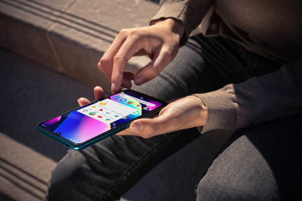 Wiko_MWC2019_View3_Lifestyle-01_HD