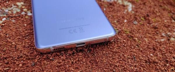 Samsung Galaxy S21 + dizajn  (10)