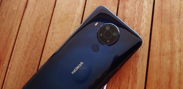 Nokia 5.4. recenzija - dizajn  (17)