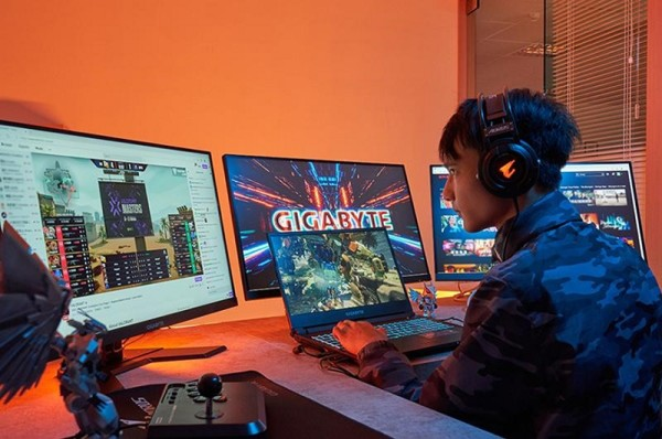 Gigabyte A7 je srednja klasa gaming prijenosnih računala na Ryzenu, što ne znači nezanimljiva